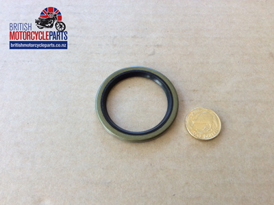 04-0132 OIL SEAL - SLEEVE GEAR BEARING