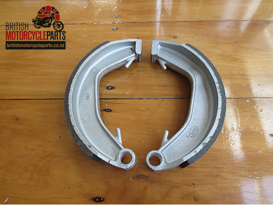 06-0828A Rear Brake Shoes Norton Dominator & Commando - British Motorcycle Parts