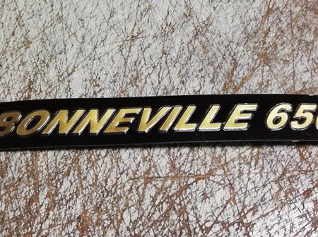 60-4147 Bonneville 650 Side Cover Badge 1973-74