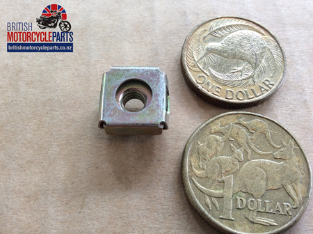 60-4154 Spire Nut Retainer - T140 Sidepanels