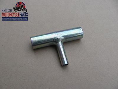 83-5290 Pipe Connector T Piece - Triumph 750cc