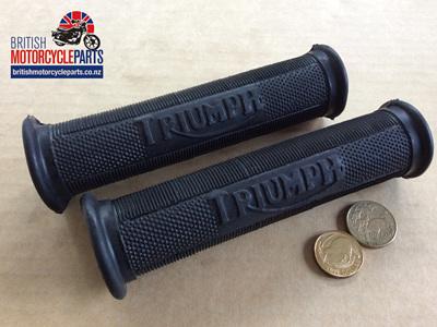 """97-0230 Handlebar Grips 1"""" Triumph Pre-Unit - Logo PAIR"""