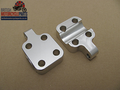 97-4456 97-4457 Triumph Axle Clamps - Disc