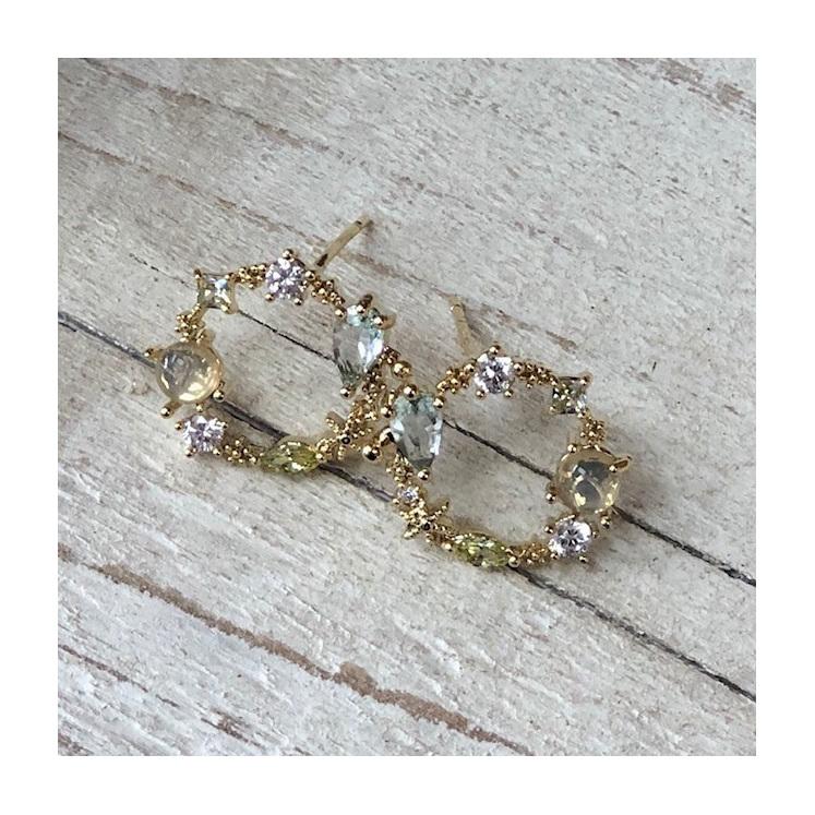 Dainty Wreath Earrings Mint