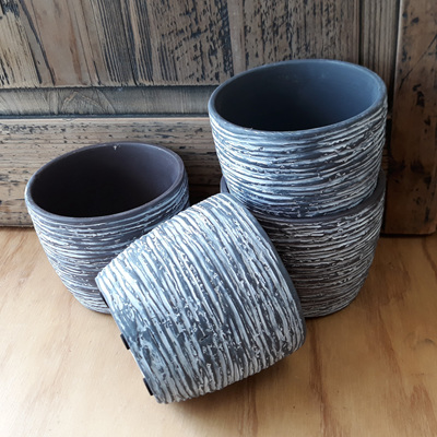 Grey Scratch Pot