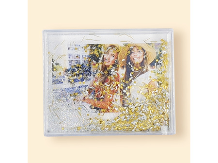 IS Snap sparkling  water-filled frames