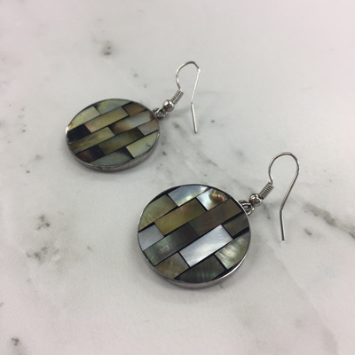 Shell Mosaic Earrings Round - Oyster (M)