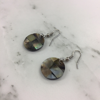 Shell Mosaic Earrings Round - Oyster (S)