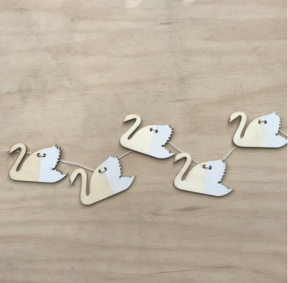 Wooden Paint Dipped Garland - White Swan